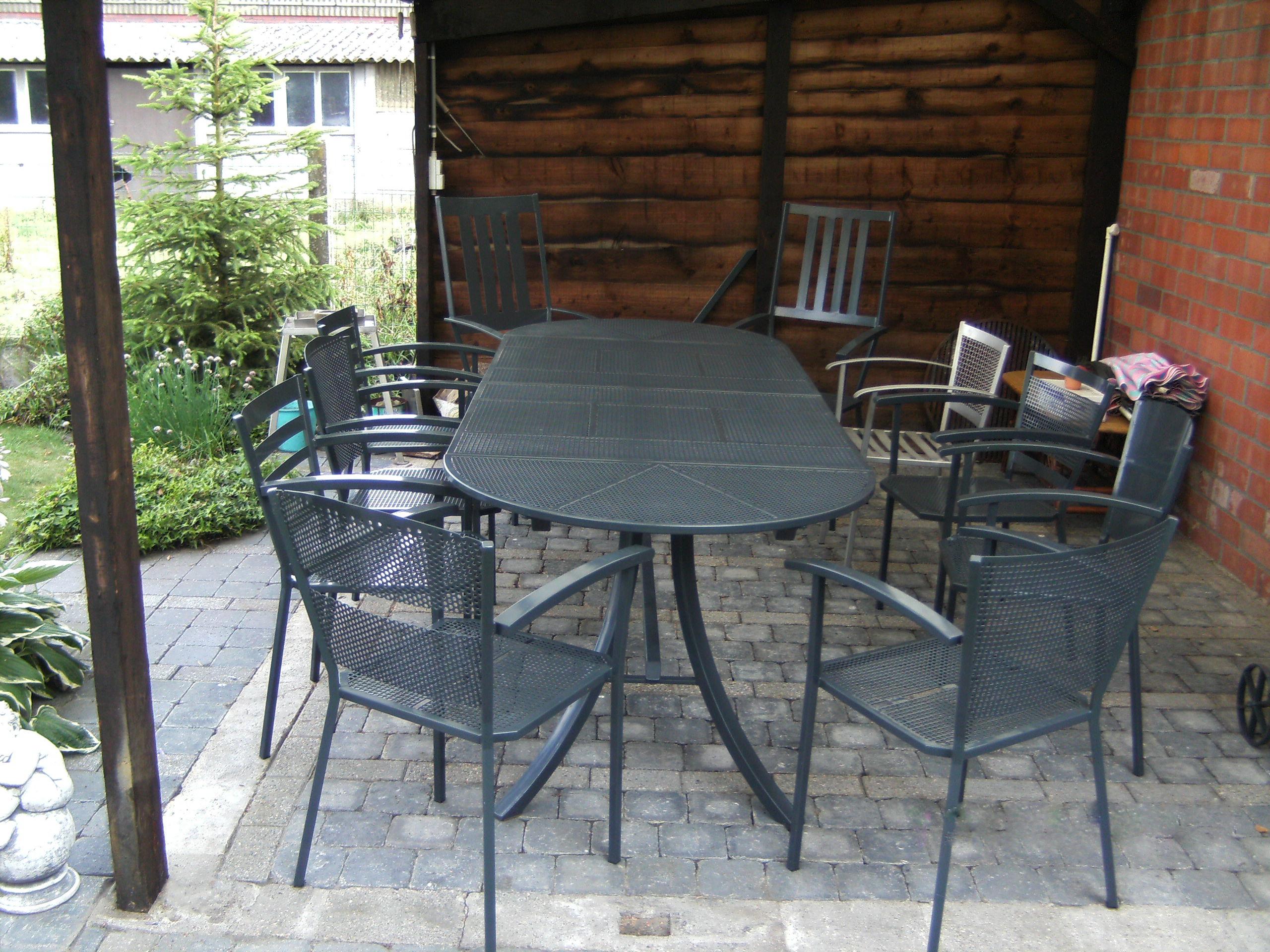 Tafels en stoelen - Glazen tafel gesmeed ijzer en stoelen ...